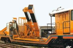 Trackbound Marconi cutter for enlarging railway tunnels alternately