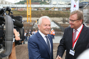 From left: DB head Dr. Rüdiger Grube and the chairman of the board of DB Projekt Stuttgart–Ulm GmbH, Manfred Leger, in front of the excavation for the S21 underground station <br />