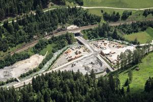 "<div class=""bildtext_en"">Wolf 2 construction site area</div>"