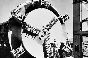 "<div class=""bildtext_en"">James S. Robbins developed the first modern tunnel boring machine in 1952 for South Dakota, USA's Oahe Dam Project.</div>"