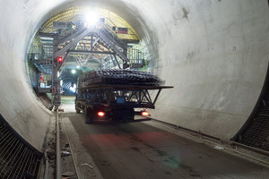 "<div class=""bildtext_en"">Concrete formwork being erected at the Steinbühl Tunnel</div>"