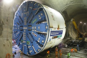 6 Lateral shifting of the TBM in the assembly chamber of the Weinberg Tunnel(Photos: 1–5 ATG, 6 Wayss &amp; Freytag Ingenieurbau)<br />