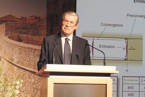 "<div class=""bildtext_en"">Pietro Lunardi presenting the 2015 Muir-Wood Lecture</div>"