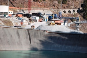 "<div class=""bildunterschrift_en"">Overview of the installation yard for the new Nant de Drance hydro power station in Valais/CH between Martigny and Chamonix/F. Access to the machine caverns will be gained through a 5.6 km long tunnel in the process of excavation</div><div class=""bildunterschrift_en""></div>"