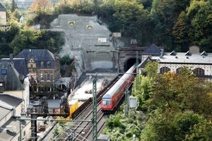 """<div class=""""bildtext_en"""">Cochem precut from above: tunnel start-up wall – TBM exit close to living quarters</div>"""