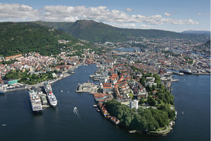 "<div class=""bildtext_en"">The city of Bergen is located on the west coast of Norway (left).The supporting programme of the WTC will include historic walking tours (middle) as well as site visits and technical tours, like the tour to the Kollsnes Gas Terminal (right)</div>"