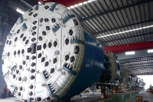 3The Main Beams for China's West Qinling Tunnels were the first recent Robbins machines to be supplied with novel ring beam and materials handling systems, as well as mesh installation<br />