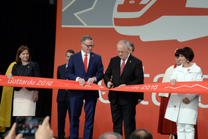 "<div class=""bildtext_en"">Together with SBB CEO Andreas Meyer (left) and minister of transport Doris Leuthard (right), the president of the Swiss confederation, Johann Schneider-Ammann (middle), inaugurated the Gotthard Base Tunnel 