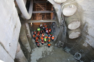 """<div class=""""bildtext_en"""">14) Group of participants at the excursion on upgrading the light rail system station beneath Dortmund Central Station 