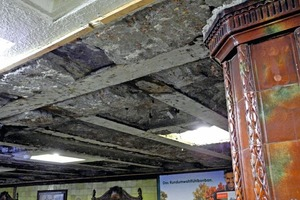 """<div class=""""bildunterschrift_en"""">Exposed beams, the underside is corroded. The ceiling beams are lying on the lower flange of the central beam</div>"""