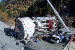 "<div class=""bildunterschrift_en"">Work with the 9.45 m diameter TBM progressed at a speed of 6 rpm with a rate of advance of 12 to 15 m attained</div><div class=""bildunterschrift_en""></div>"