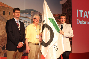 """<div class=""""bildtext_en"""">Last year in Dubrovnik: Davorin Kolić (on the right), President of ITA Croatia, handed over the ITA flag to Mike Smithson (on the left, WTC 2016 ExCo) and William Edgerton (UCA of SME Chair) 