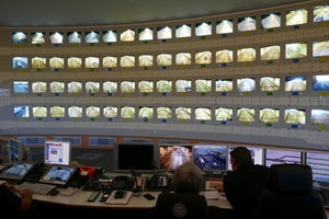 """<div class=""""bildtext_en"""">The Elbe Tunnel control centre observes and manages a daily traffic of 124000 vehicles in four tunnel tubes</div>"""