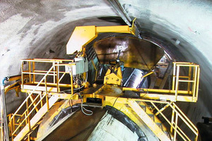 TBM back-up system with shotcrete robot for mechanised tunnel driving