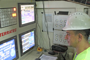"""<div class=""""bildtext_en"""">In the control centre of the Terratec EPB TBM, by means of which two 3 km long, parallel tunnel sections are to be excavated</div>"""