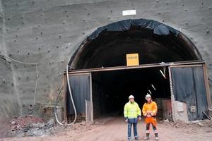 """<div class=""""bildtext_en"""">Branich Tunnel portal</div>"""