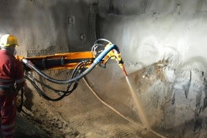 """<div class=""""bildtext_en"""">The shotcrete is applied along the entire profile of the tunnel</div>"""