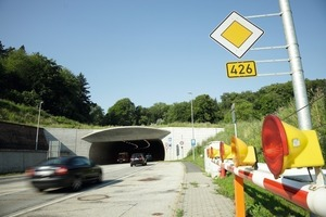 1 Lohberg Tunnel's north portal – with traffic lights and barriers in front<br />