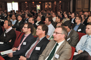"""<div class=""""bildtext_en"""">Round of experts: some 180 participants from 13 countries attended the 2014 Formwork Days</div>"""