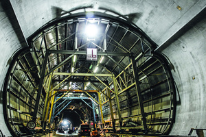 """<div class=""""bildtext_en"""">The outer support layer of the Scheibengipfel Tunnel was secured with steel arches, rock bolts, steel mesh and shotcrete, the inner lining consists of waterproof concrete 