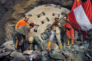 Pinglu Tunnel breakthrough after driving 25.6 km