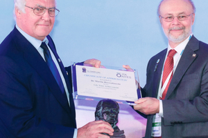 "<div class=""bildtext_en"">	Dr.-Ing. E.h. Martin Herrenknecht (on the left) was presented with the ITA Lifetime Achievement Award from ITA president Tarcísio Celestino (on the right)</div>"