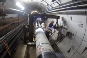 "<div class=""bildtext_en"">	Installing the pipe column in the tunnel</div>"