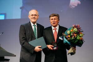 "<div class=""bildtext_en"">Dr. Karl Morgen (on the right) being presented the Emil Mörsch Commemorative Medal by DBV president Klaus Pöllath</div>"