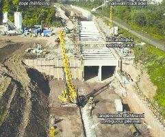 3) &nbsp;&nbsp;&nbsp;&nbsp;&nbsp;&nbsp;&nbsp;&nbsp; Offene Bauweise Tunnel Hain: Tangierende Pfahlwand, Böschung und Bodenvernagelung neben Bestandsgleis <br />