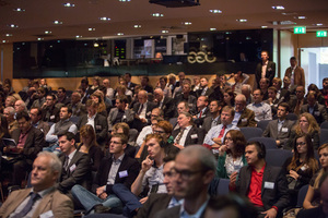 "<div class=""bildtext_en"">About 800 participants listened to the presentations</div>"