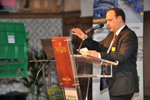 Dipl.-Ing. Stefan Medel welcomes the 140 participants to the 2009 Herrenknecht Formwork Days<br />