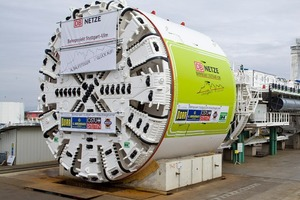 "<div class=""bildtext_en"">The tunnel boring machine at the manufacturer's shop</div>"
