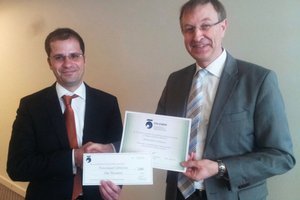 """<div class=""""bildtext_en"""">Francesco Colella (33, on the left) being awarded the COSUF Prize from animateur Roland Leucker</div>"""