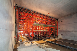 """<div class=""""bildtext_en"""">Walls and ceiling in one pour: by using the Variokit tunnel formwork carriage a total of 71 sections are produced in regular weekly cycles</div>"""