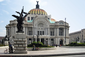 Numerous magnificent Spanish buildings still feature on the panorama of Mexico City<br />