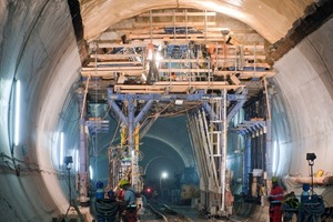 "<div class=""bildunterschrift_en"">Fast working progress also when converting the forming carriage on the significantly tapering tunnel cross-section after the 14th concreting section</div>"