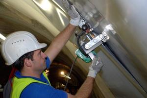 "<div class=""bildtext_en"">Welding the tunnel waterproofing membrane</div>"