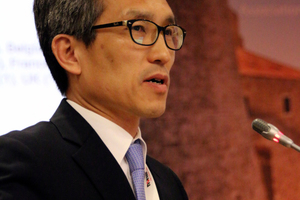 "<div class=""bildtext_en"">Chung-Sik Yoo reporting on WG 2 activities</div>"