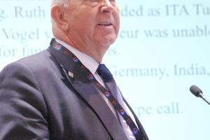 """<div class=""""bildtext_en"""">Donald Lamont summarized Working Group 5's activities</div>"""