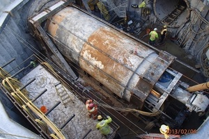"<div class=""bildtext_en"">90 degree turn of a cutterhead when driving the SeC sewage tunnel (February 2013)</div>"