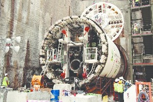 "<div class=""bildtext_en""><strong>3	</strong>Klang Valley MRT Line 1: Assembly of the VD TBM at the Cochrane launch shaft</div>"