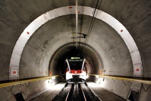 """<div class=""""bildunterschrift_en"""">InterRegio Lucerne-Engelberg in the 4,043 m long Engelberg Tunnel – rack operation. </div>"""