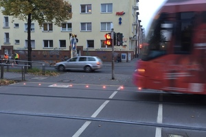 "<div class=""bildtext_en"">In 2014 LED ground caution lights were installed for test purposes at three railway crossings for pedestrians and cyclists on the Cologne urban railway network. The STUVA examined the effectiveness of the emergency lights by observing behaviour and conducting surveys with people using the crossings 