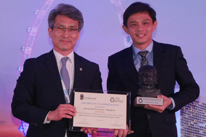 10)&nbsp;&nbsp;&nbsp; Teo Tiong Yong (on the right) receives the ITA Award for the Jurong Rock Caverns in Singapore as 2016 Innovative Underground Use from Chung-Sik Yoo (on the left) <br />