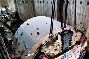 "<div class=""bildunterschrift_en"">Assembly of the 115 t heavy cutting wheel of the ""Tuborine"" with 9.5 m diameter</div>"