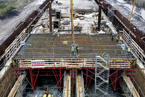 15 tunnel elements each 100 m long are precast with formwork carriages in the dry dock<br />