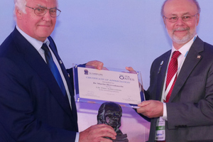 7)&nbsp;&nbsp;&nbsp;&nbsp; Dr.-Ing. E.h. Martin Herrenknecht (on the left) was presented with the ITA Lifetime Achievement Award from ITA president Tarcísio Celestino (on the right) <br />