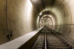 """<div class=""""bildtext"""">Im Brandfall können die Kabeltröge der Essener U-Bahn gleichzeitig als Fluchtweg genutzt werden</div><div class=""""bildtext""""></div>"""