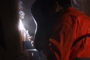 "<div class=""bildtext_en"">4) Welding work in compressed air on the TBM cutterhead in the Tunnel Jenbach |</div>"