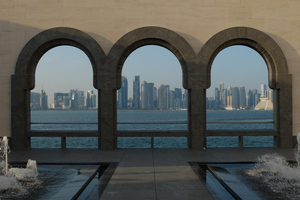 "<div class=""bildtext_en"">	Islamic Museum with a view of Doha West Bay</div>"